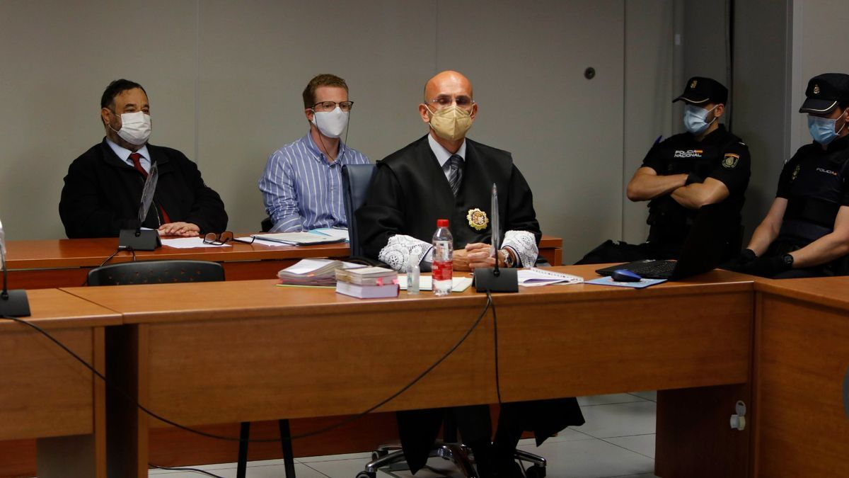 Image of the trial of the father of the Godella children that is currently being held.