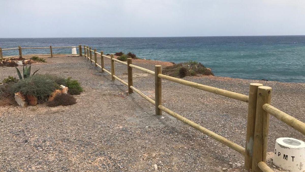 Así luce el nuevo vallado de madera en las playas de La Manga y Cabo de Palos