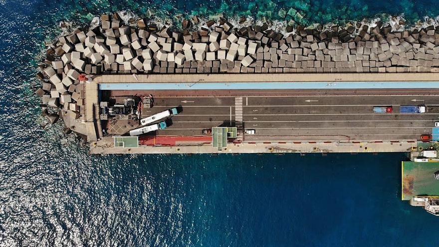 Las obras en el dique de Los Cristianos avanzan con más rapidez de la prevista