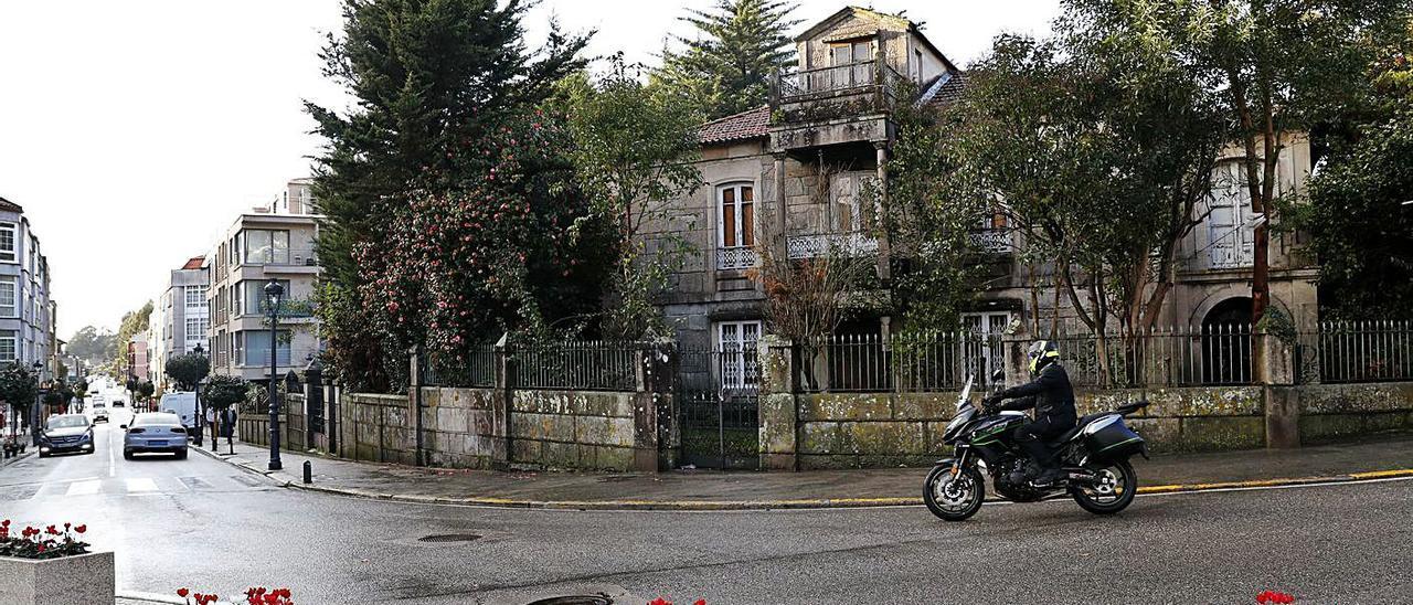 La Casa Peralba es una interesante muestra de la arquitectura civil gondomareña. |   // JOSE LORES