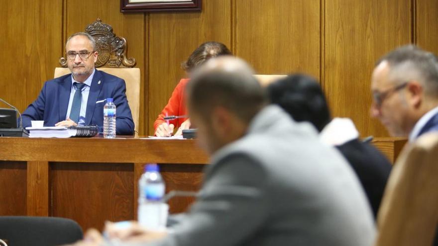 Las Cortes piden planes específicos para sectores amenazados por los aranceles