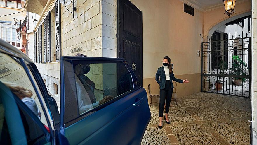 Can Bordoy celebra el amor todo el mes con coche de lujo incluido