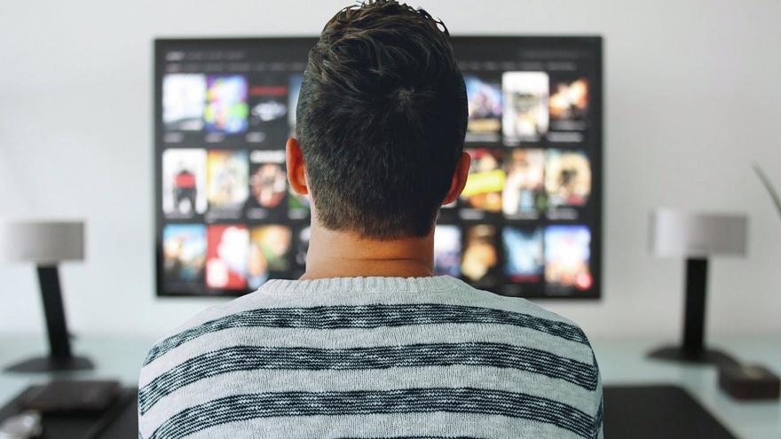 Los españoles vieron la televisión de media 3 horas y 49 minutos al día en abril