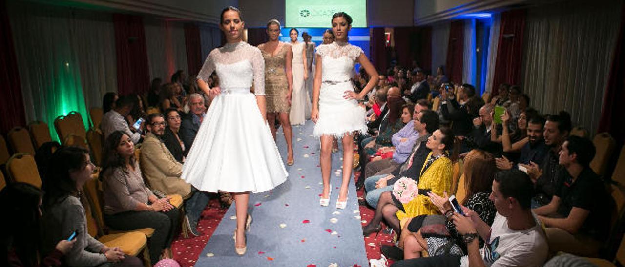La colección de fiesta y novias de la diseñadora canaria Ogadenia Díaz puso el broche al desfile majorero.