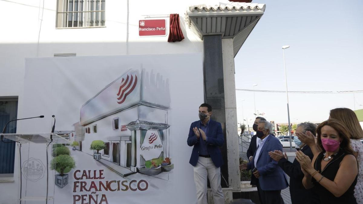 Inauguración del rótulo de la calle Francisco Peña