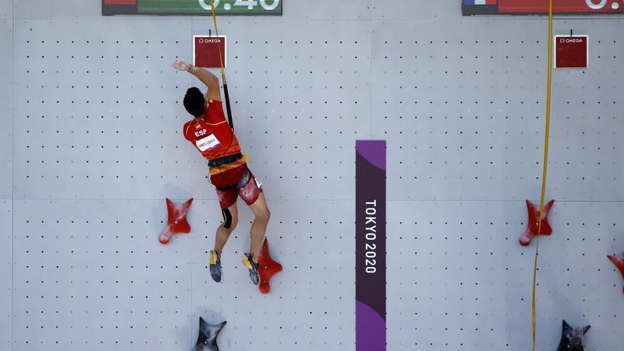 El escalador Alberto Ginés baja a la décima plaza en la combinada de escalada