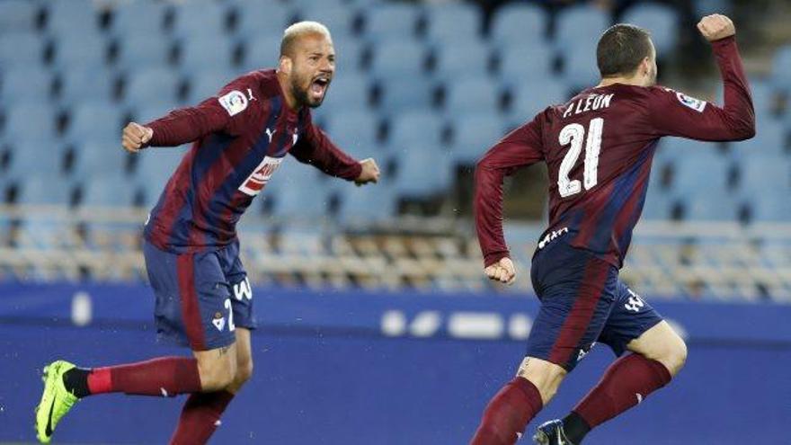 Pedro León empata al minut 93 el duel basc i el Betis remunta el derbi andalús