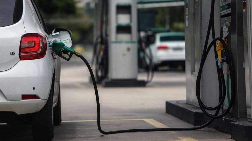 El precio de los carburantes vuelve a subir tras un mes de descensos