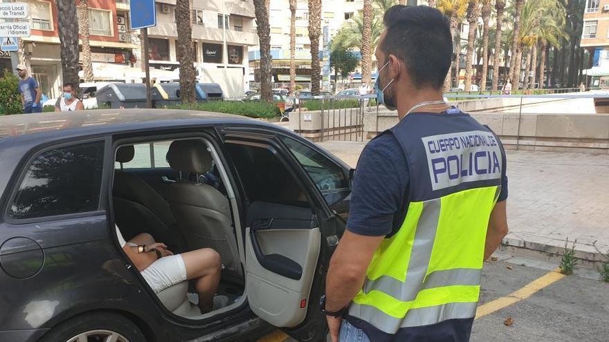 Desmantelan una organización criminal que amañaba carnés de conducir en Sagunt