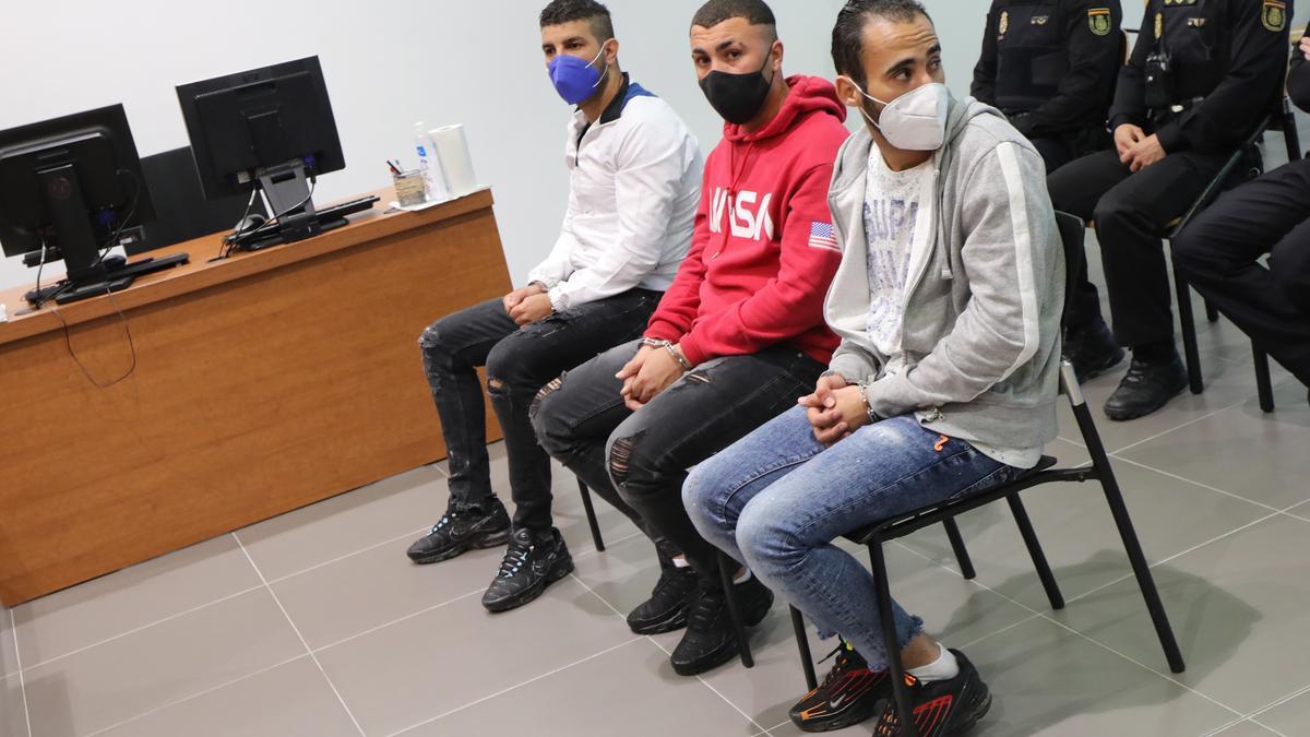 Los tres okupas, en el banquillo de los acusados de la Audiencia de Zaragoza.