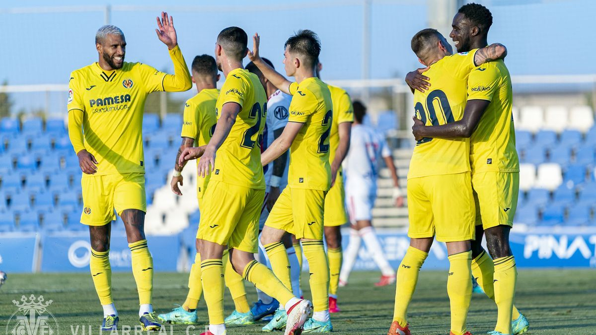 Los jugadores del Villarreal celebran el gol de Boulaye Dia ante el Lyon.