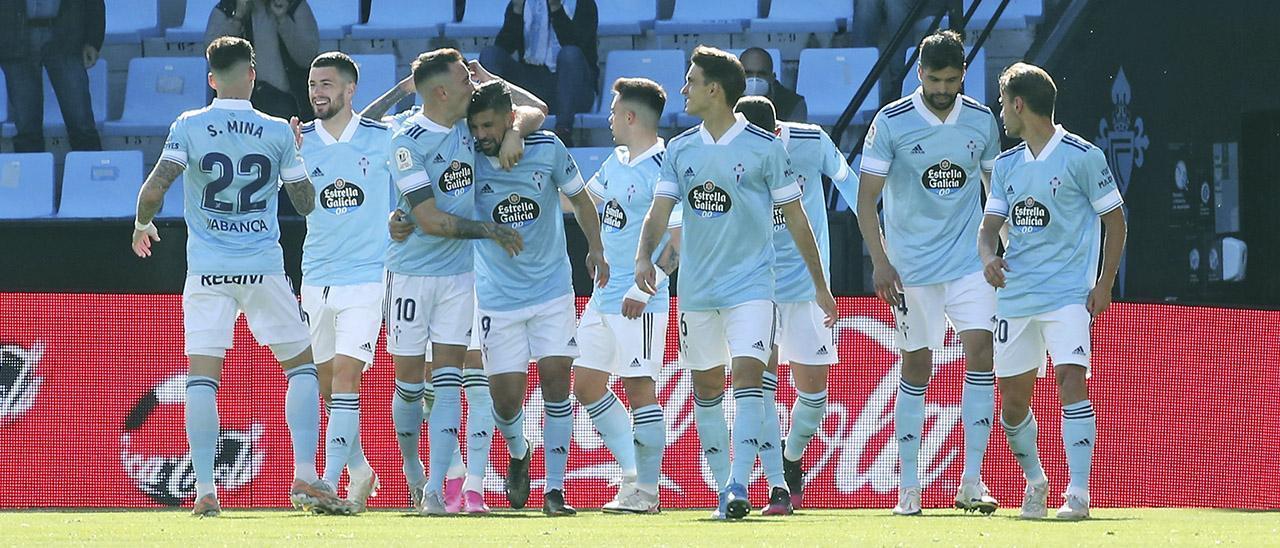 Los jugadores del Celta celebran un gol ante el Betis en Balaídos en el último partido de la temporada