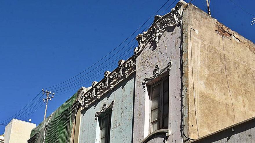 Urbanismo ordena el desalojo inmediato por «peligro» de una casa de Miraflores
