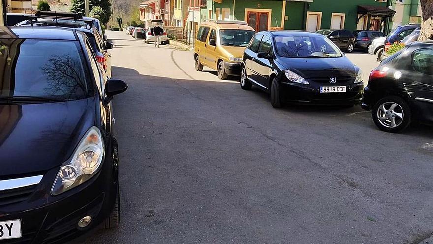 """El puerto asturiano que está cerrado desde diciembre: """"Es pura desidia"""", claman los vecinos"""