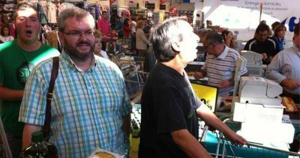 La 'expropiación de alimentos' protagonizada por Víctor Casco, en Mérida.