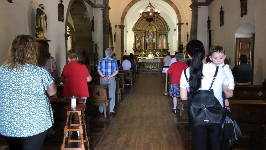 Lieres mantiene la tradición de San Antonio con el oficio religioso y una recaudación para Cáritas y Manos Unidas