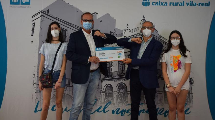 Cajamar entrega una ayuda a Enach Asociación para niños con enfermedad neurodegenerativa