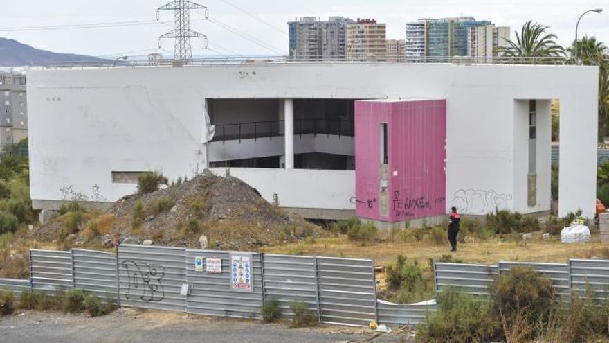 Los fallos en la cimentación del edificio arruinan la Casa de la Juventud