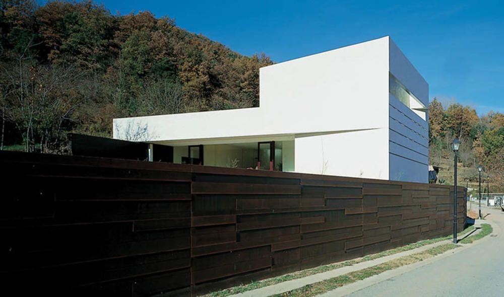 Casa Roser (La Vall d'en Bas, 2002)