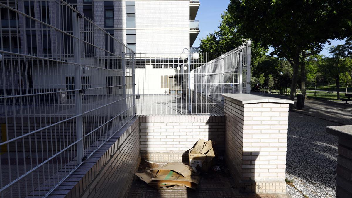 Lugar, detrás del edificio del Trovador, donde duermen sintecho y tuvo lugar la agresión