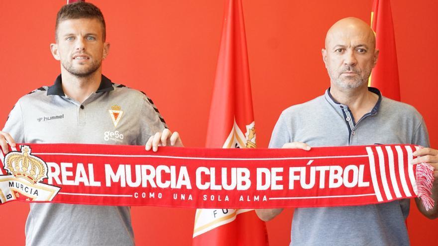 El delantero Andrés Carrasco, primer fichaje del Real Murcia para la temporada 21-22