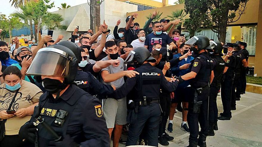 Abascal carrega contra la «màfia» del PSOE per prohibir el seu míting a Ceuta
