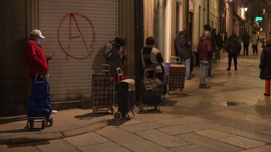 La otra pandemia: 300 peticiones en mes y medio para poder ir a la compra o pagar el agua o la luz
