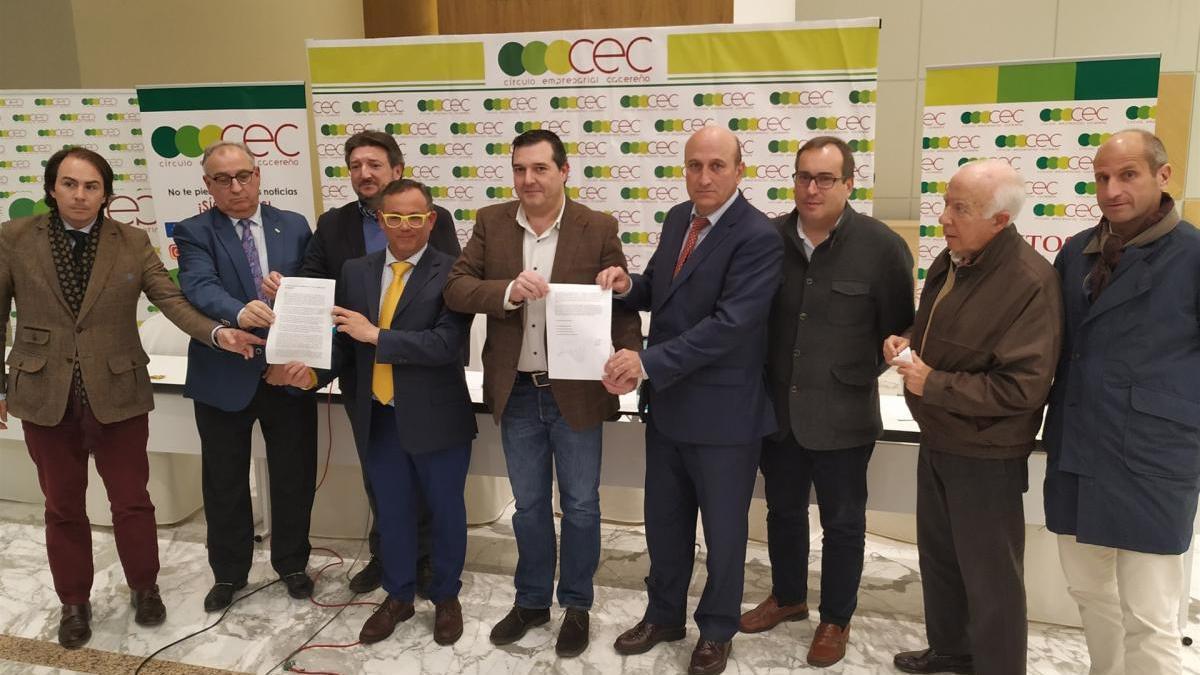 Empresarios extremeños viajarán en tren a Madrid para pedir a Sánchez mejoras en el tren