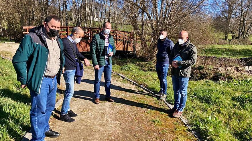 Augas de Galicia revisa con Cuartazona el trazado del saneamiento en Rodeiro