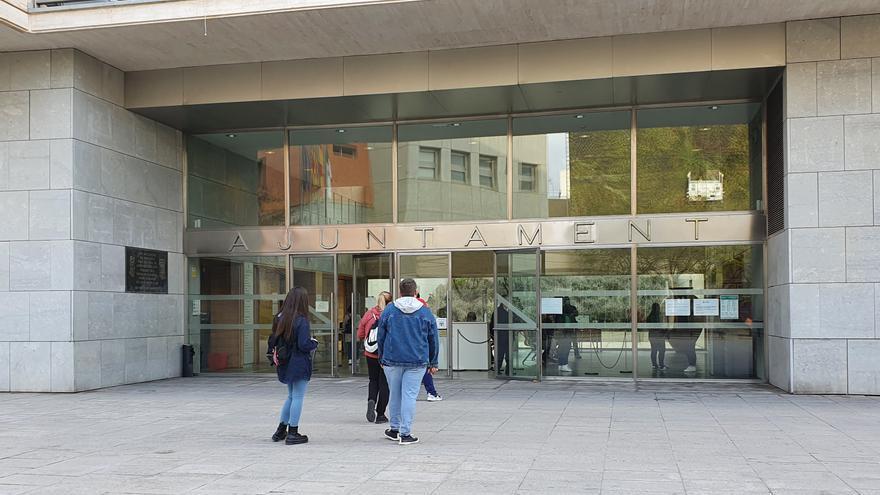 El PP critica al Ayuntamiento de San Vicente por no gastar 6,5 millones del superávit en el año más difícil