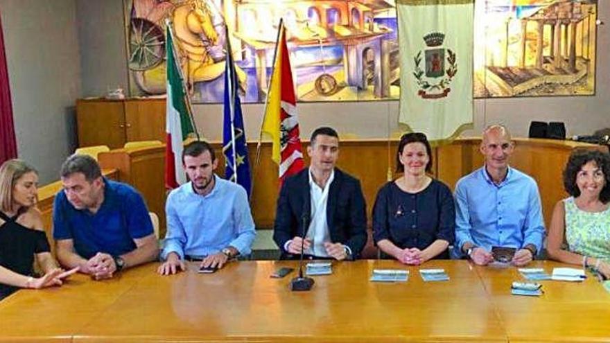 Curtis firma en Italia el Pacto de Hermandad