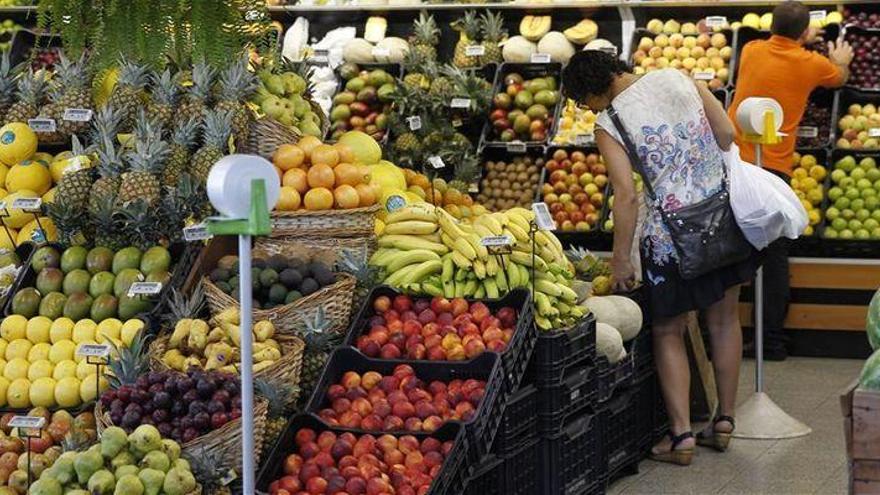 Los agricultores perciben 3 veces menos que los comercios por las ventas de fruta