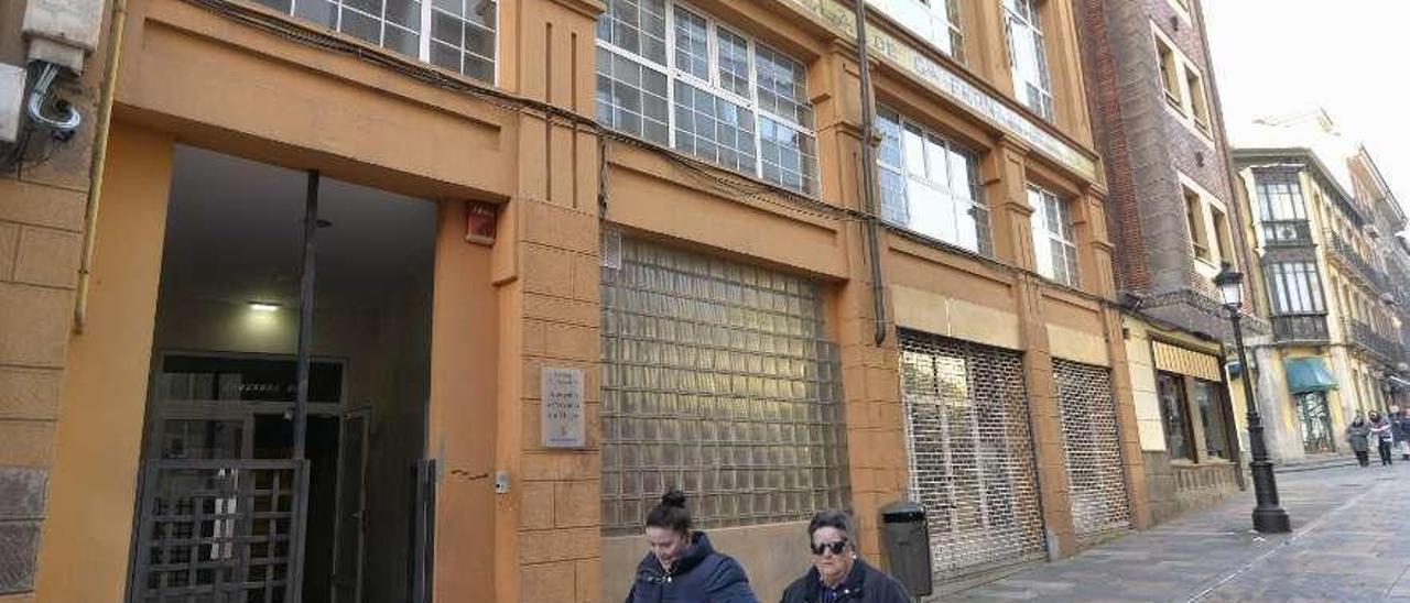 La fachada del albergue de transeúntes, en la calle de La Estación.