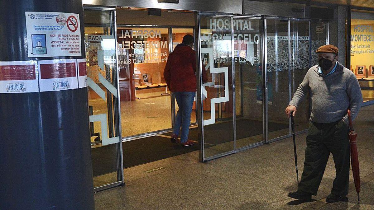 Entrada principal del Hospital Montecelo, desde donde se accede a las consultas externas. | // RAFA VÁZQUEZ