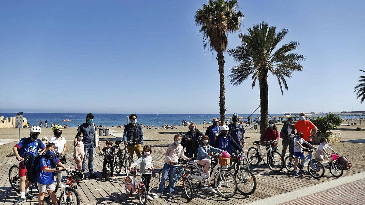 Familias del Centro y Este de Málaga unidas para pedir más seguridad para los ciclistas, la semana pasada.