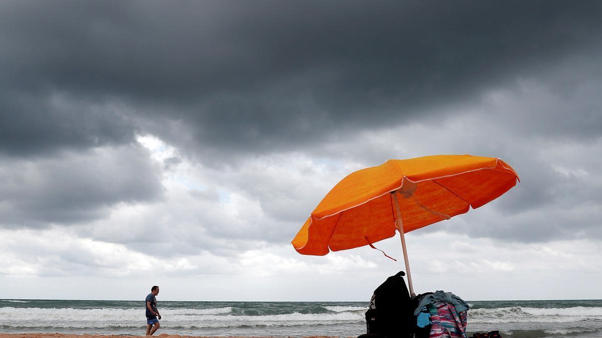 El tiempo en València mañana: cielos cubiertos, calima y lluvias