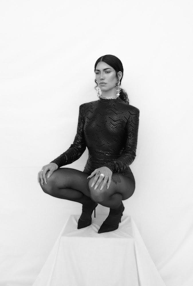 Mary Paxanga se deshace de las relaciones tóxicas en 'La intención'