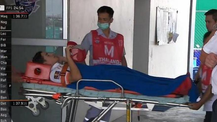 Marc Márquez, traslladat en ambulància després d'una forta caiguda