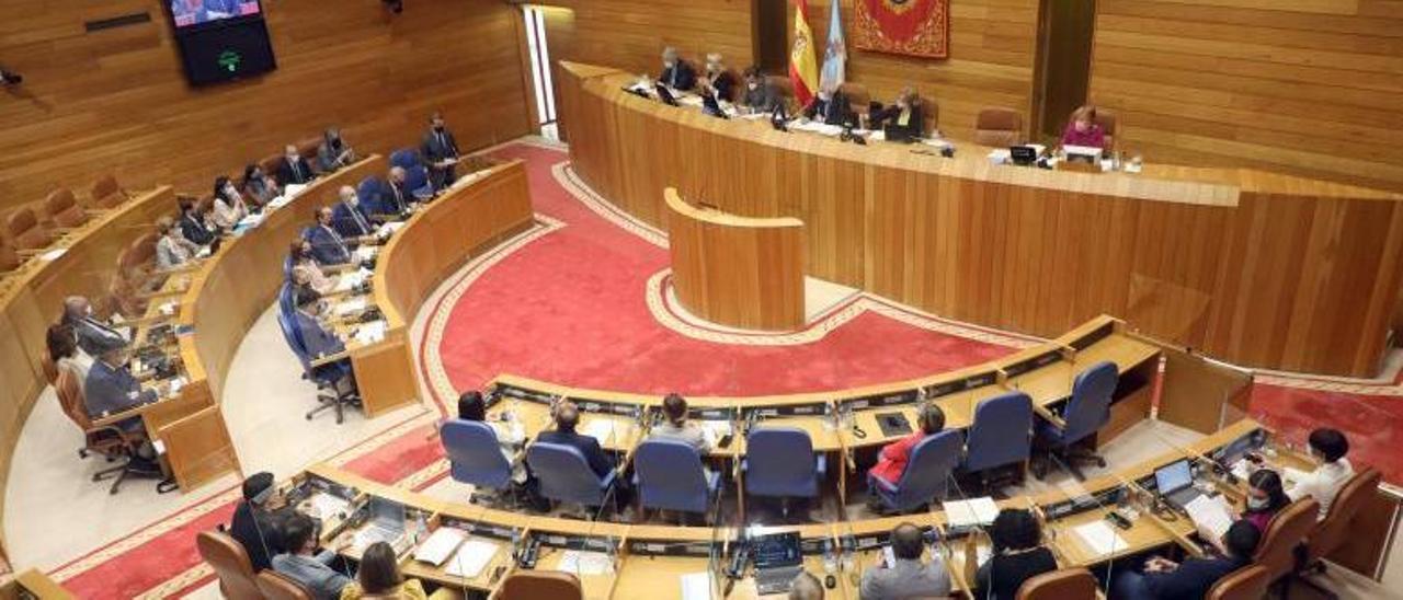 Sesión plenaria, ayer, del Parlamento gallego.     // XOÁN ÁLVAREZ