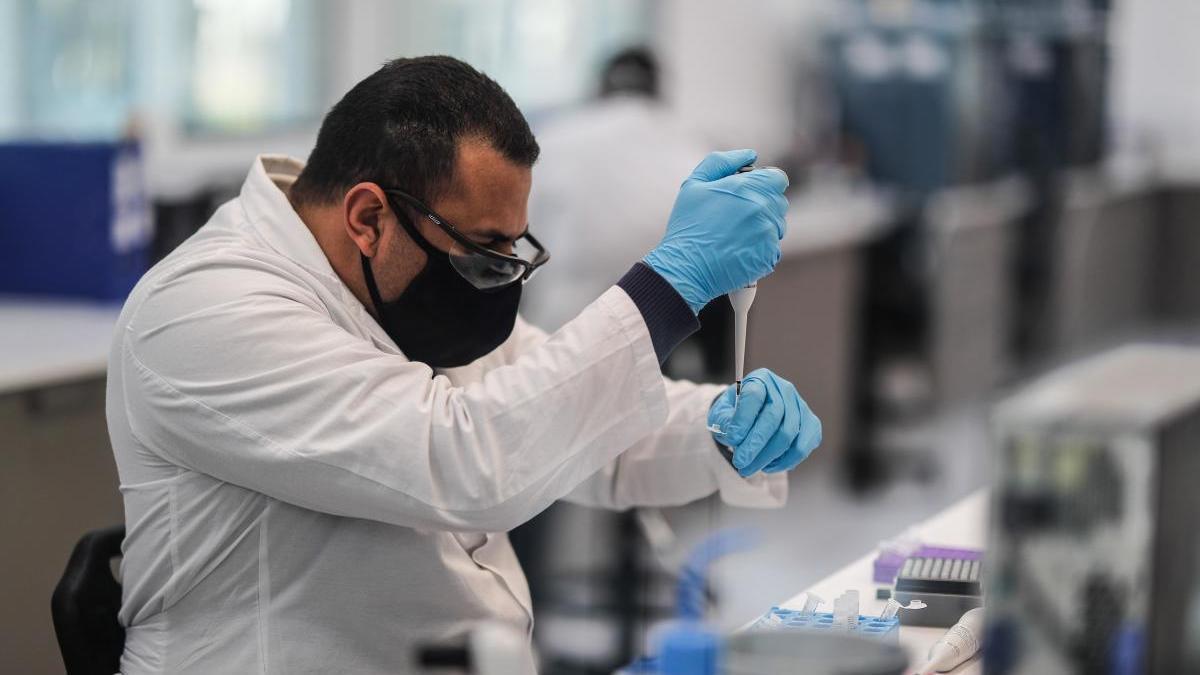Trabajadores del laboratorio mAbxience.