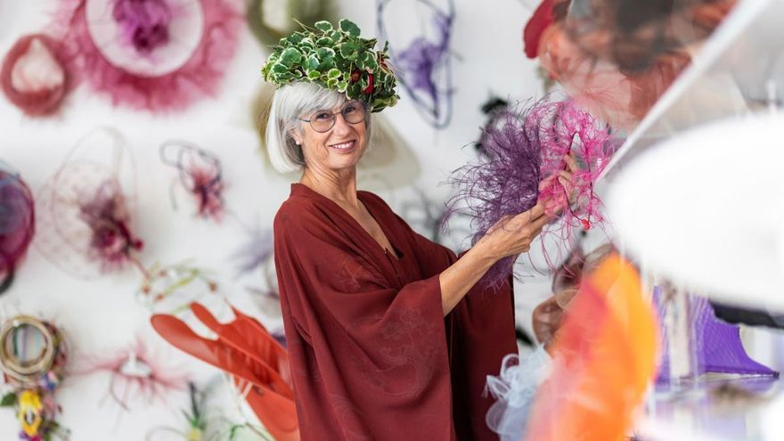 Candela Cort, la sombrerera que aúna moda y vanguardia