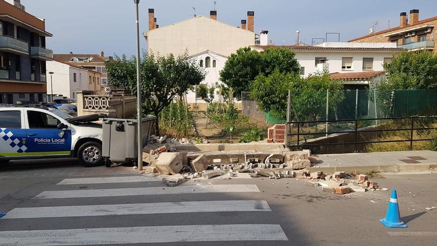 Un coche policial se empotra en casa de los padres de Salvador Illa en una persecución