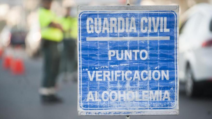 Tráfico hará más de 2.000 pruebas diarias de alcohol y drogas en la red viaria gallega