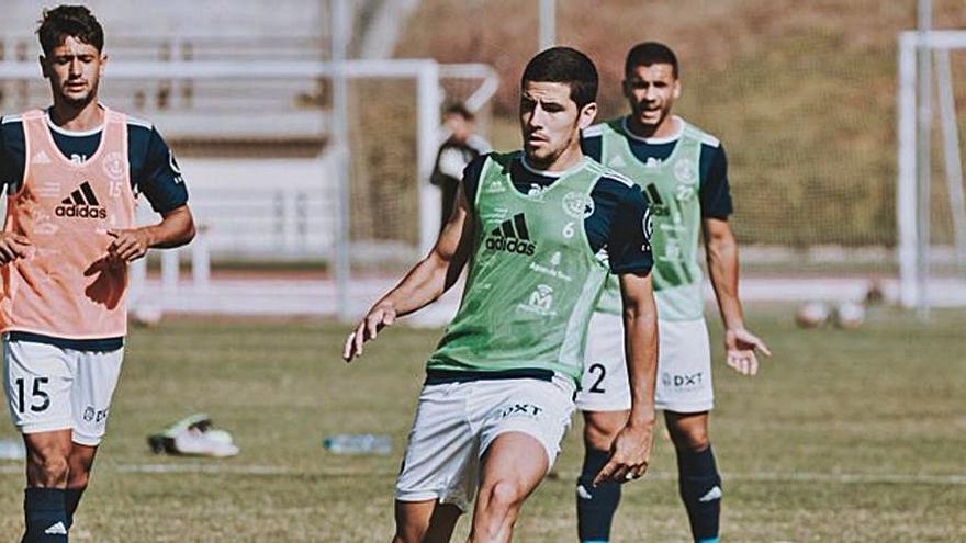 El Marino reanuda los entrenamientos y recupera a Samu Arbelo para la visita al San Fernando