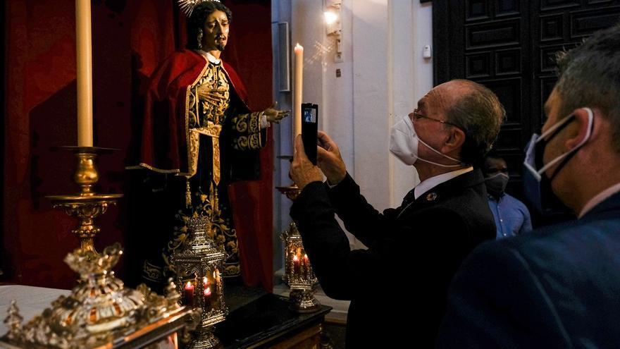 """De la Torre felicita la actitud """"ejemplar"""" de los cofrades para no extender el virus en Semana Santa"""