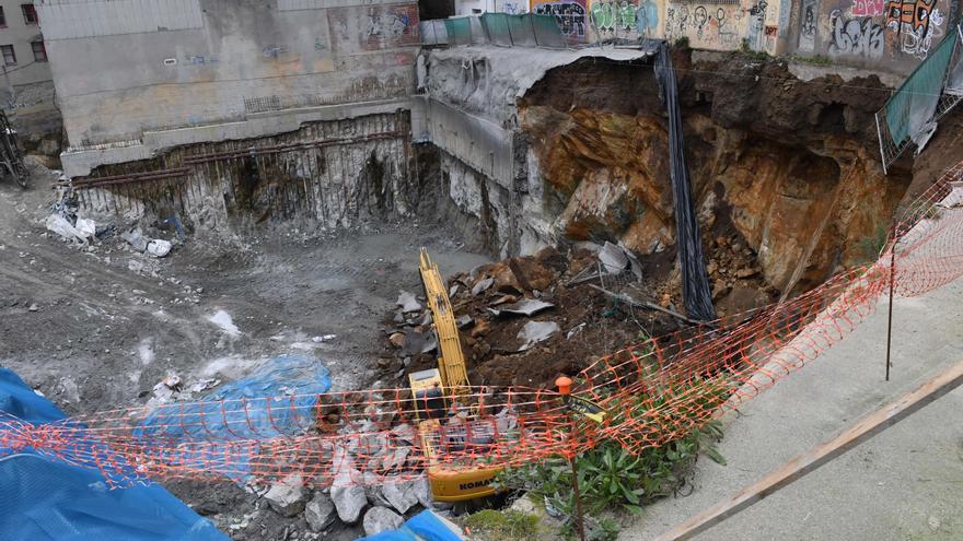 La constructora estima que los realojados de la avenida de Finisterre podrán volver en una semana a sus casas y el Concello evaluará los trabajos el lunes