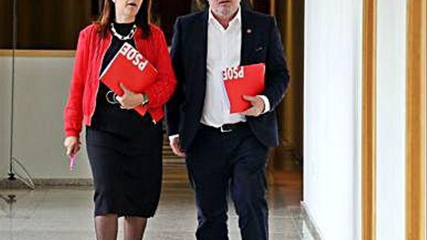 """El PSOE insta a """"colapsar"""" la Junta con reclamaciones por el suplemento de la luz"""