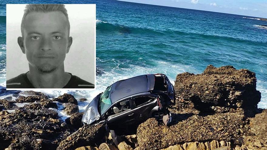 Uno de los cadáveres del coche despeñado en Fuerteventura tiene un tiro en la espalda