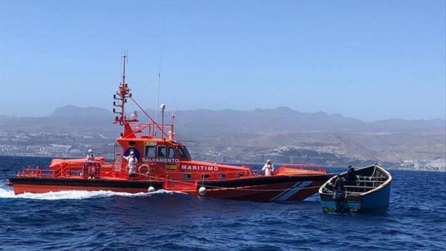 Salvamento socorre a otros 60 inmigrantes al sur de Fuerteventura