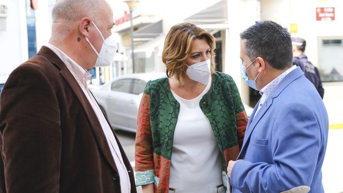 Antonio Ruiz y José Ignacio Expósito, con Susana Díaz, en la última visita de la secretaria del PSOE-A a Peñarroya el 13 de marzo.